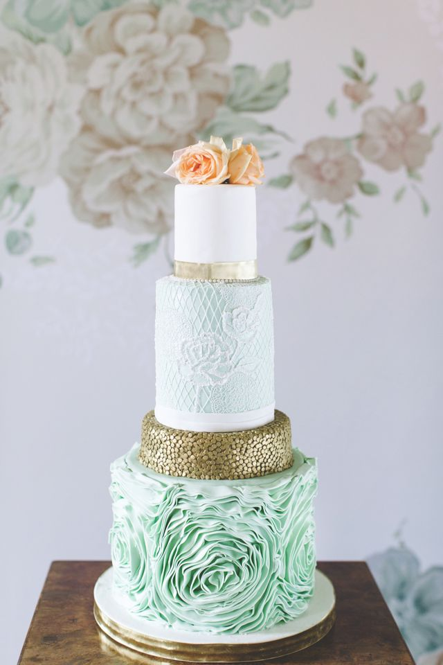 Mint and peach wedding cake | Chantal Lachance-Gibson Photography | see more on: http://burnettsboards.com/2015/04/scottish-inspired-shoot/