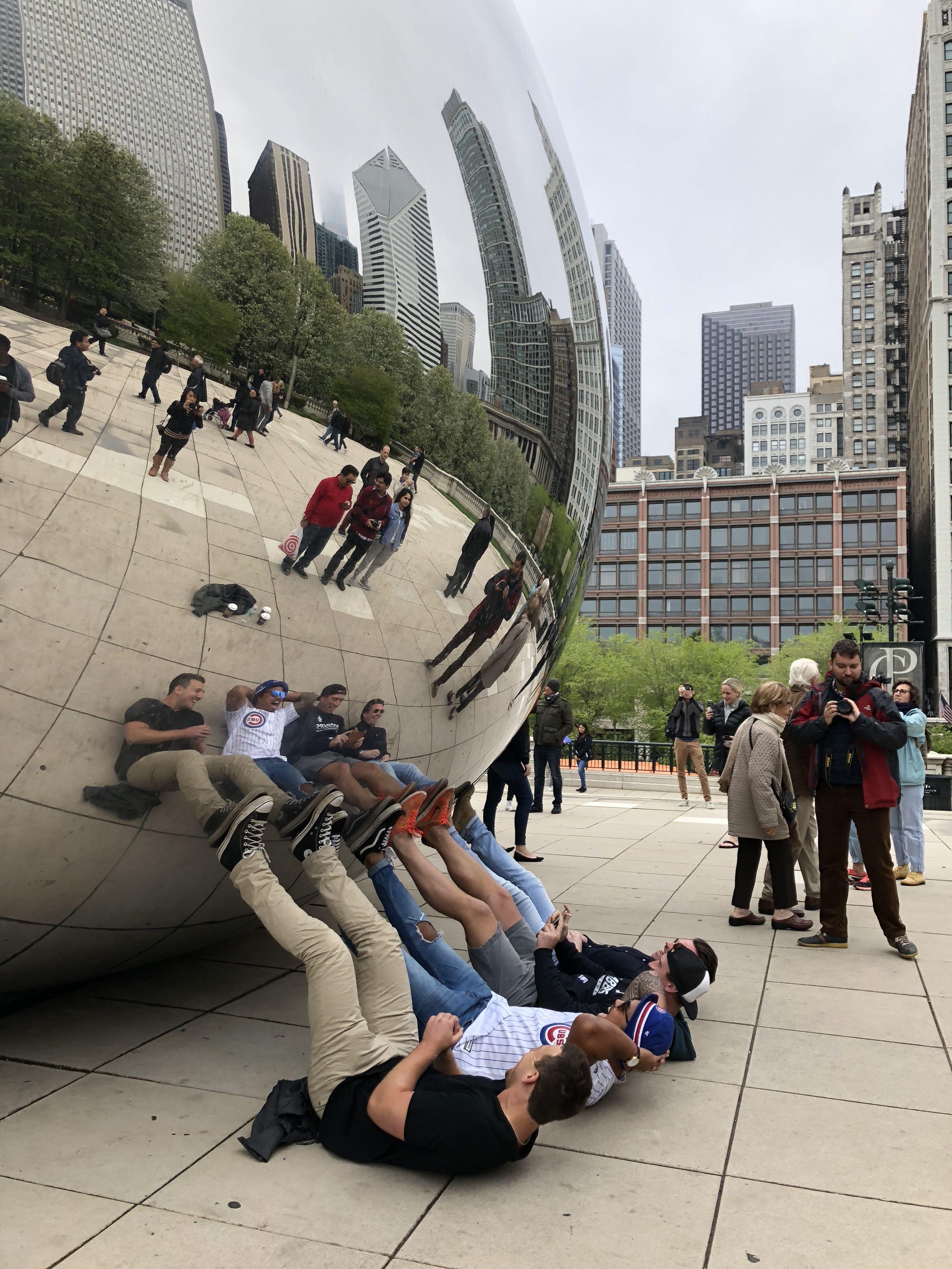 Y algunos són más originales jugando con las perspectivas de la escultura...