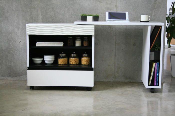 白のモダンなキッチンデスク:シンプルモダン,ホワイト系,Home's Style(ホームズスタイル)のその他収納・キッチン収納の画像