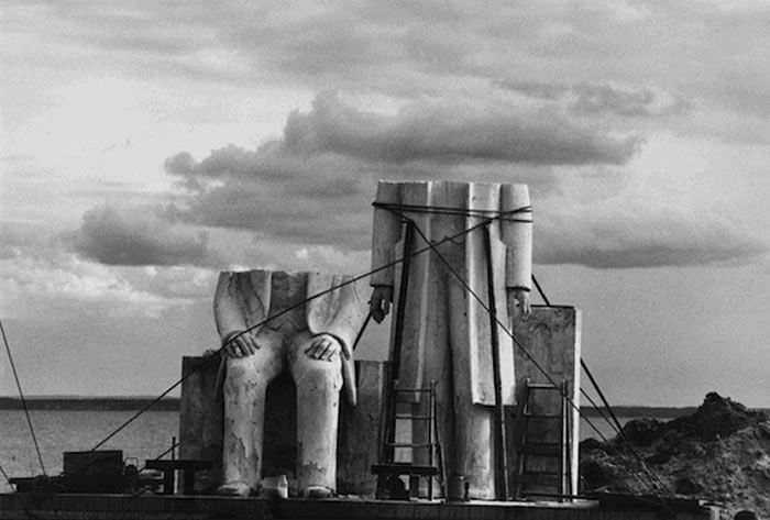 A l'occasion des 25 ans de l'agence OSTKREUZ fondée par quatre photographes est-allemands, deux expositions sont présentées à Paris.