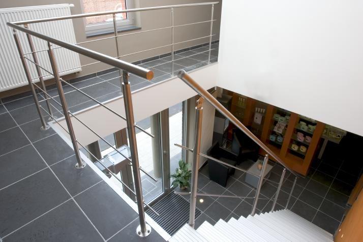 Garde-corps, rampes, balustrades, passerelle en verre tout fait sur