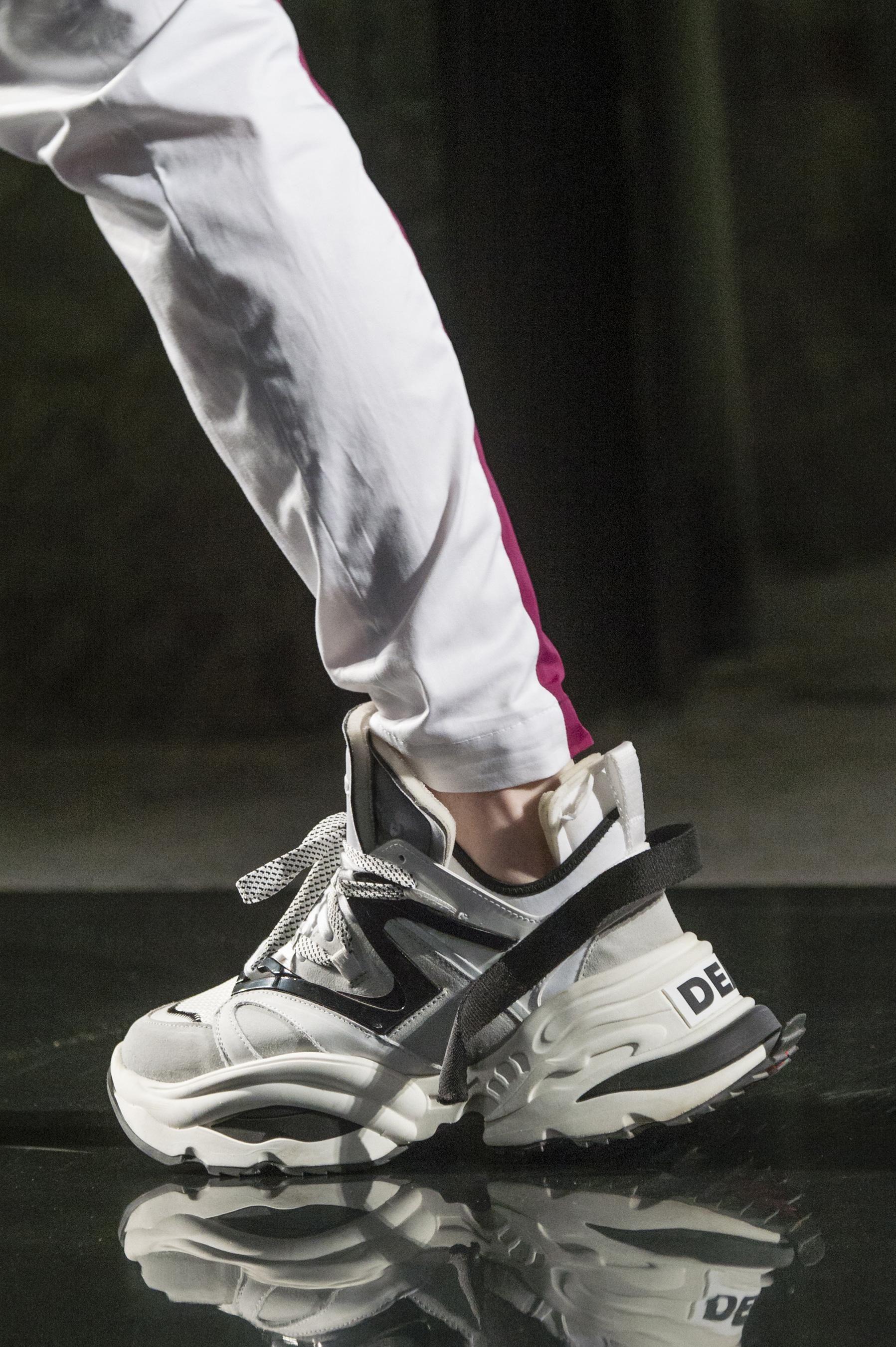b0ce16fc2485 Défilé Dsquared2 printemps-été 2019 Homme   Sneakers   Shoes ...