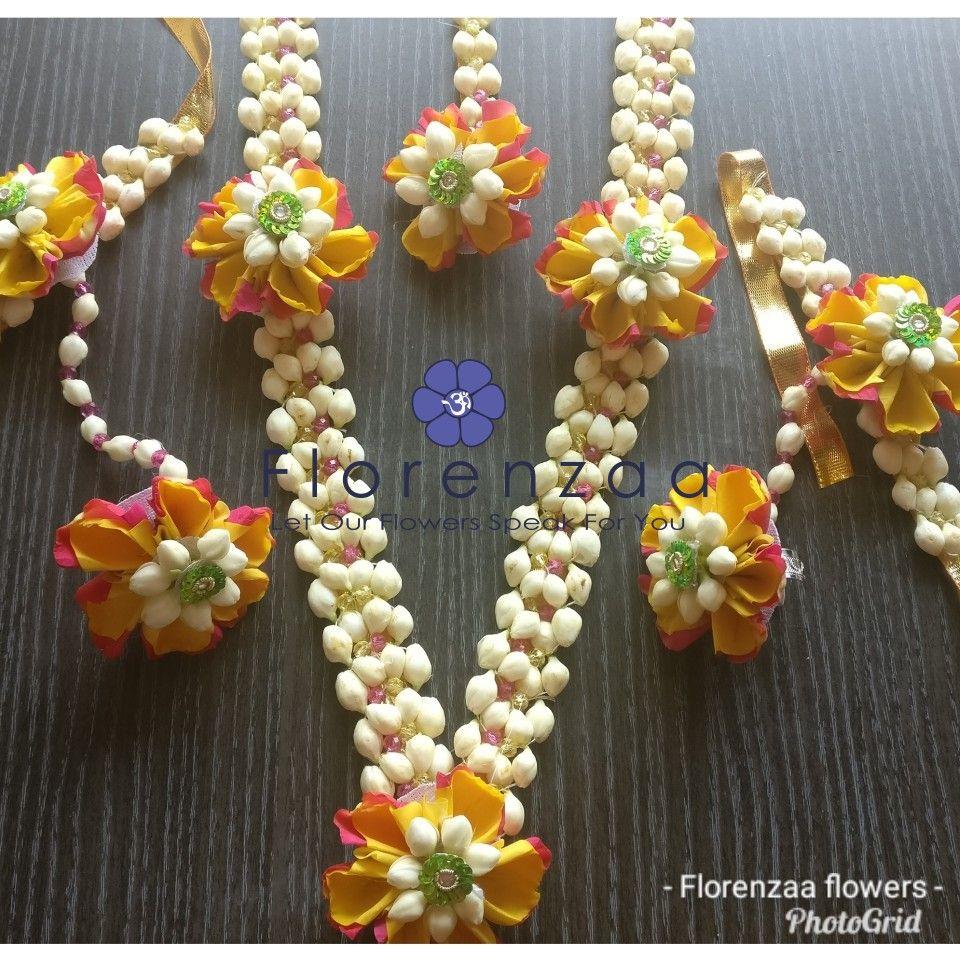 Mehandii Mehandhi In 2019 Indian Wedding Flowers Wedding