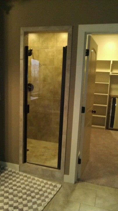 I love how the small glass door leads to a big shower :P