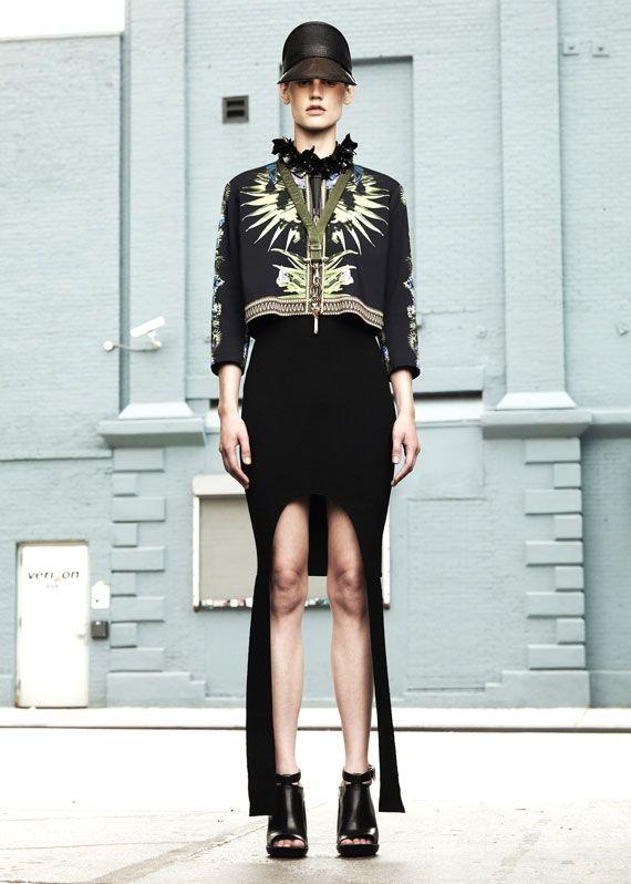 Riccardo Tisci surpreendeu a todos com sua brilhante e florida coleção Resort 2012 para a Givenchy