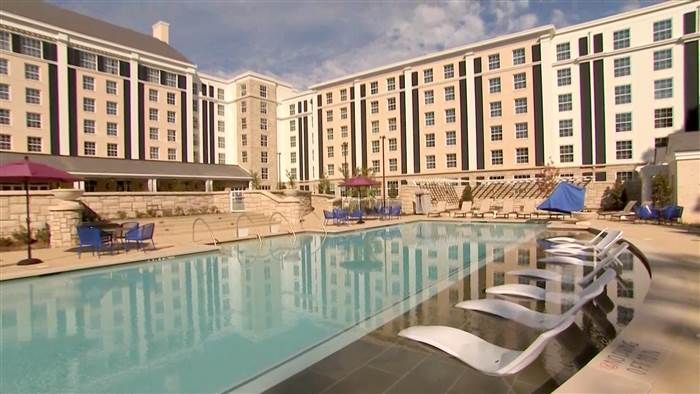 Want To Sleep At Graceland Here S An Inside Look New Elvis Inspired Hotel