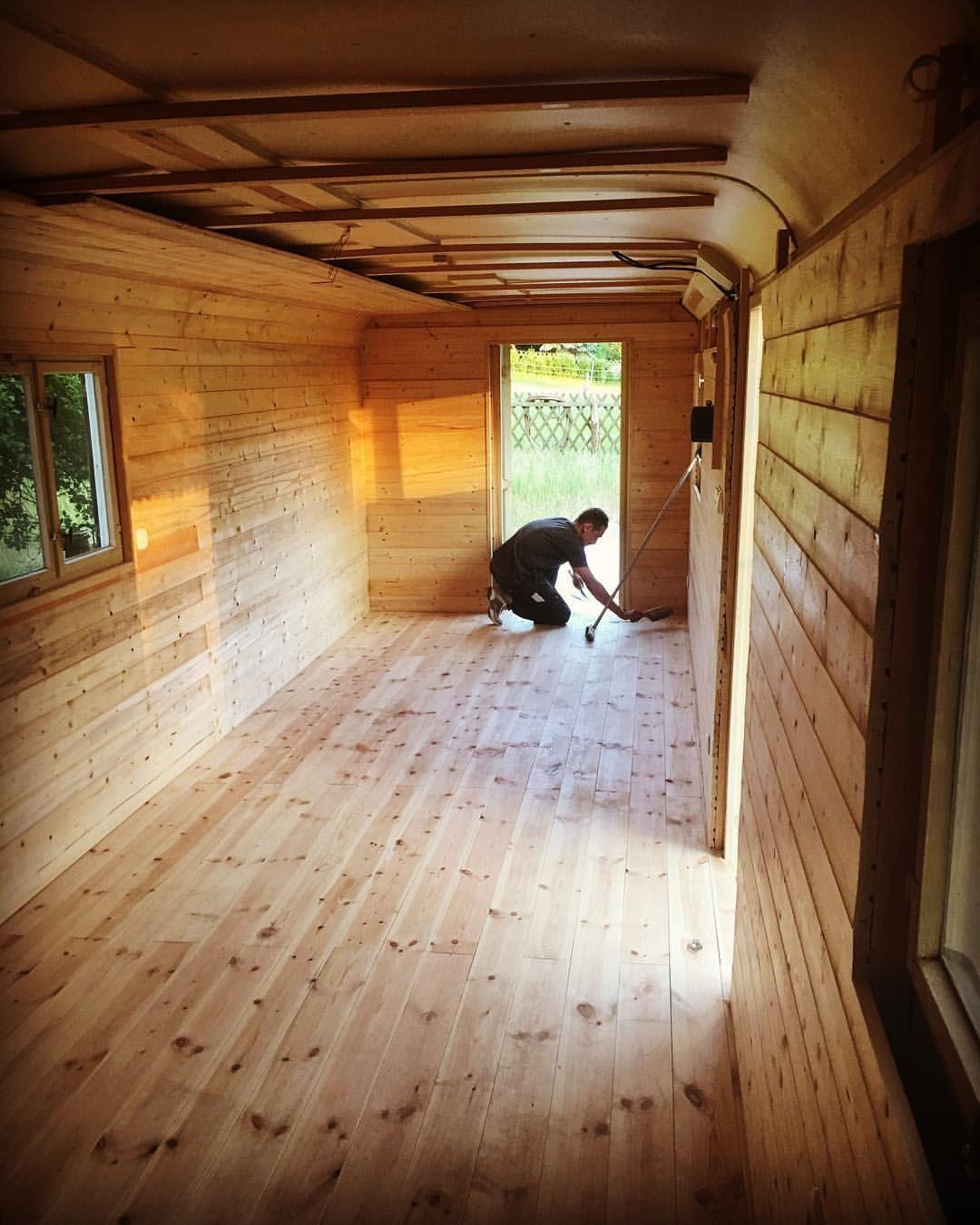 "ALLET JUT ️ on Instagram ""Alten Bauwagen wegschmeissen Nö • • • bauwagen garten verkleiden fichte holz wood woodworking woodwork unikat natur alt…"""