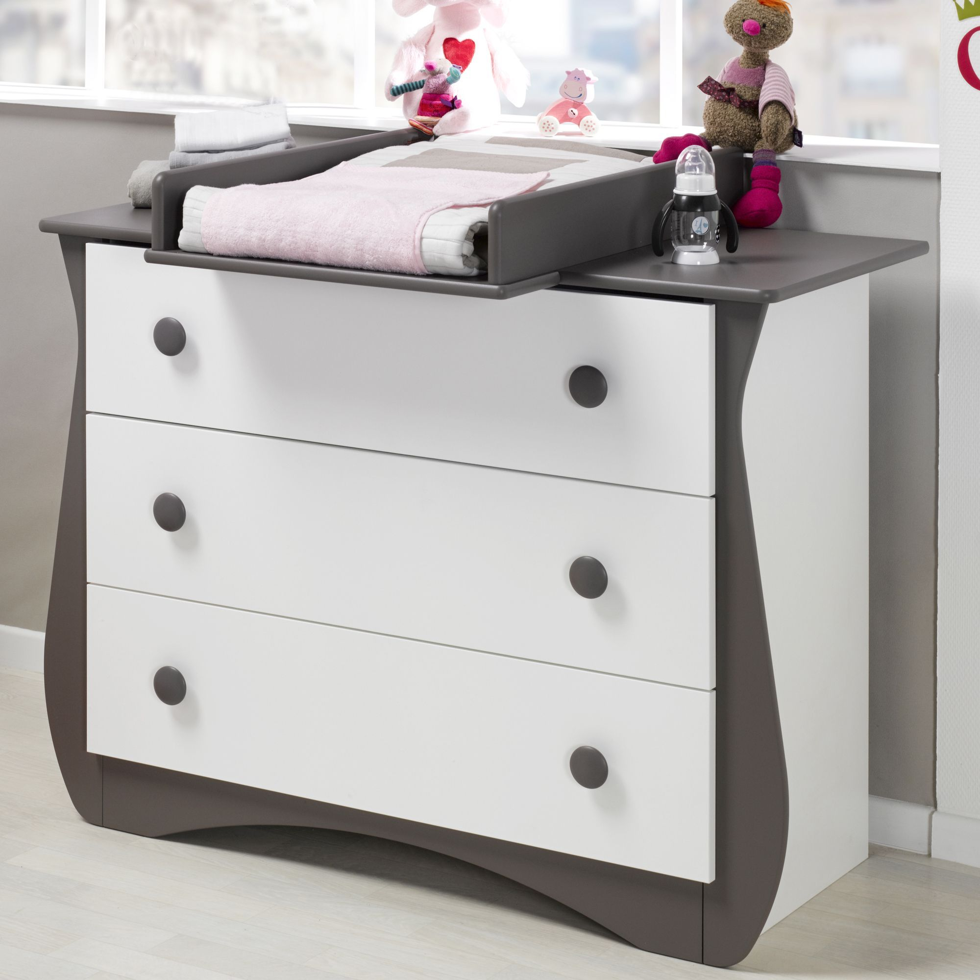 commode 3 tiroirs blanche et taupe avec plan langer loulou les armoires et commodes les. Black Bedroom Furniture Sets. Home Design Ideas