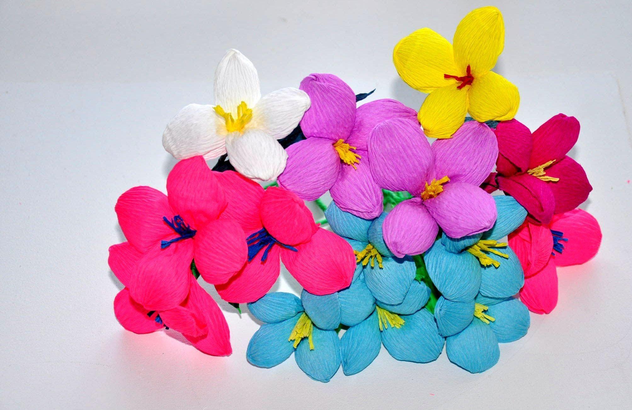 Bardzo Proste Kwiatki Z Wloskiej Bibuly Bardzo Ladnie Wygladaja W Malych I Duzych Bukietach Koszyczkach I Wazonikach Rob Paper Flowers Diy And Crafts Crafts