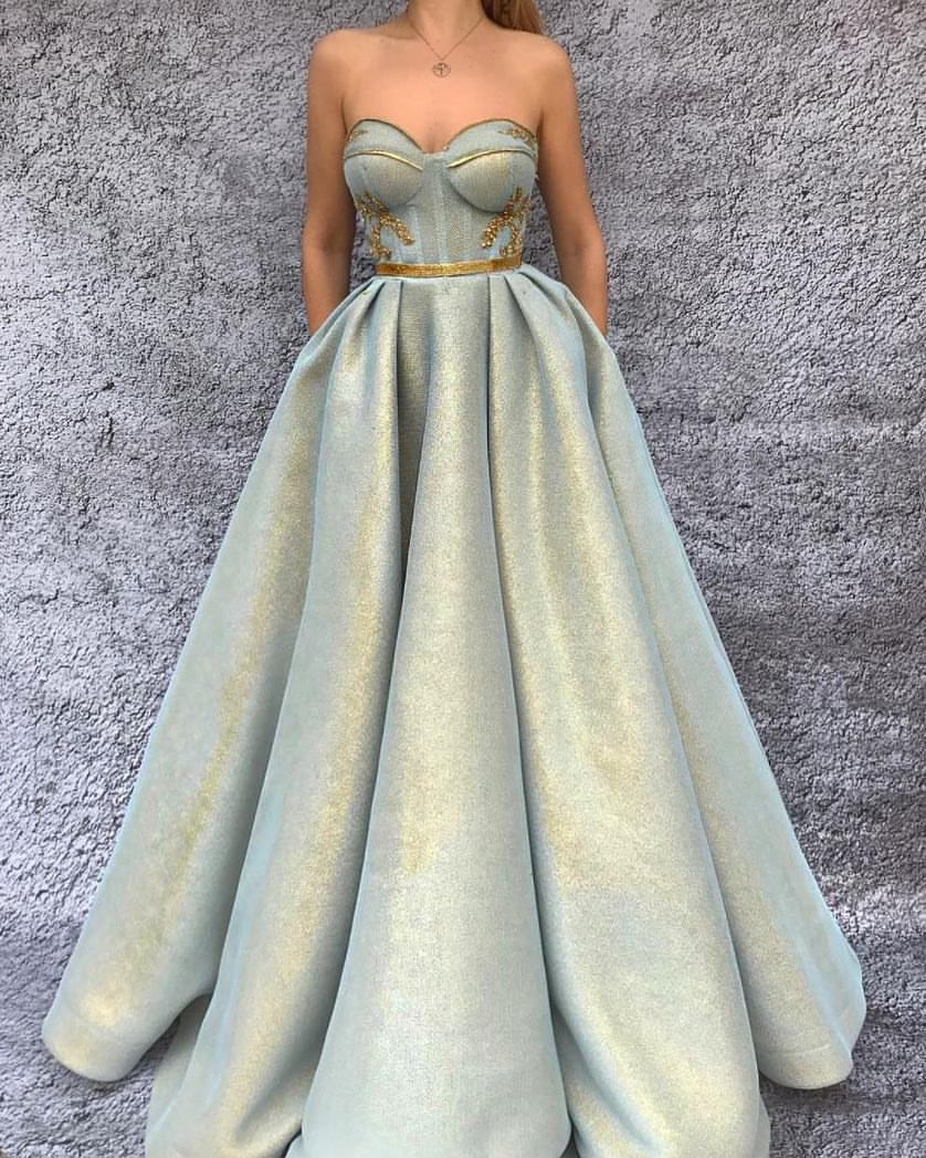 Those fairytale feels are beaming out of this gown by