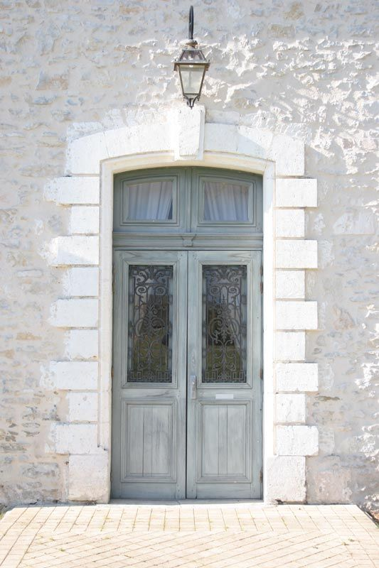 Photo gallery of classic french chateaux doors and gates from chateaux in the dordogne