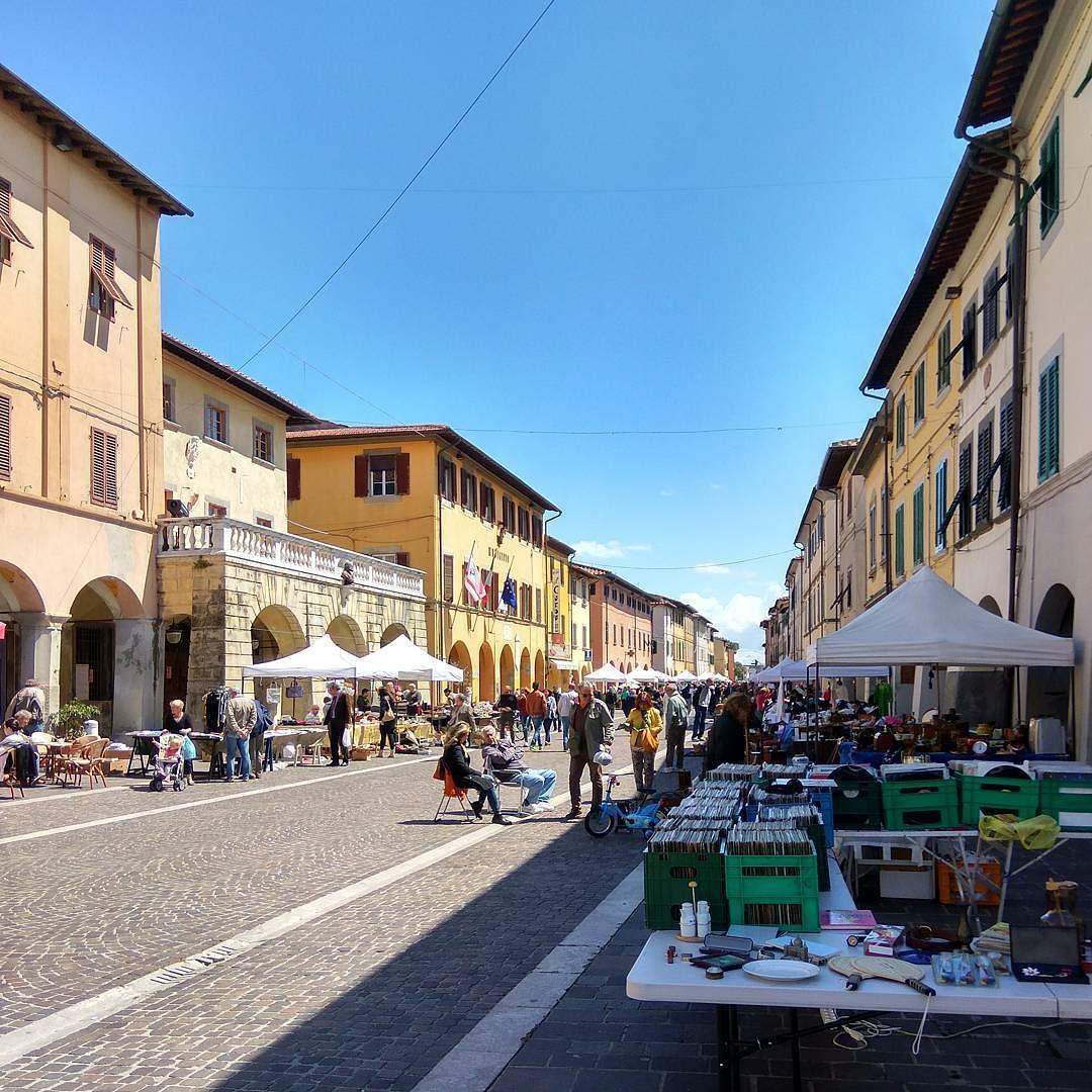 Mercatino dell'antiquariato a #Cascina. #instapisa #pisaeprovincia #toscana #tuscany #sunnyday #antiquariato #portici #corso by instapisa