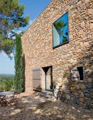 Provence  une maison neuve taillée en pierres sèches Clapiers