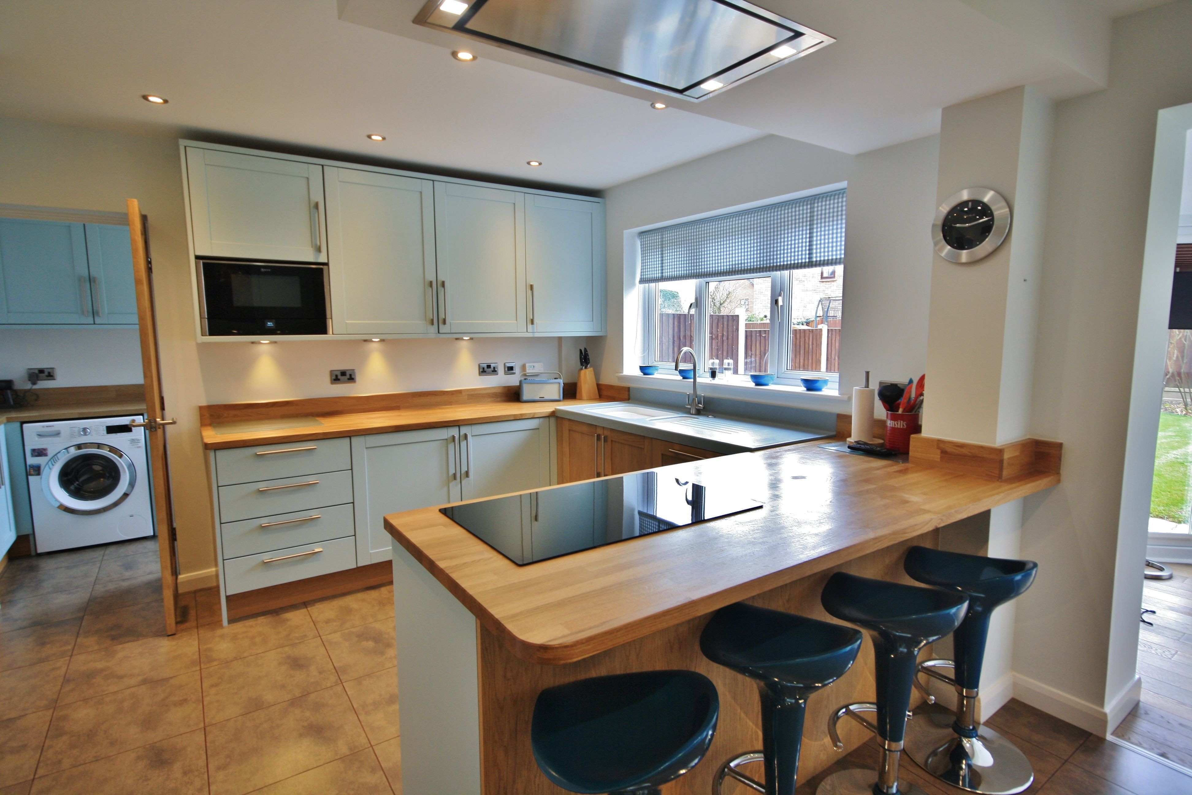 In This Kitchen Design A Peninsular Has Been Used With Seating Area To  Create A Sociable