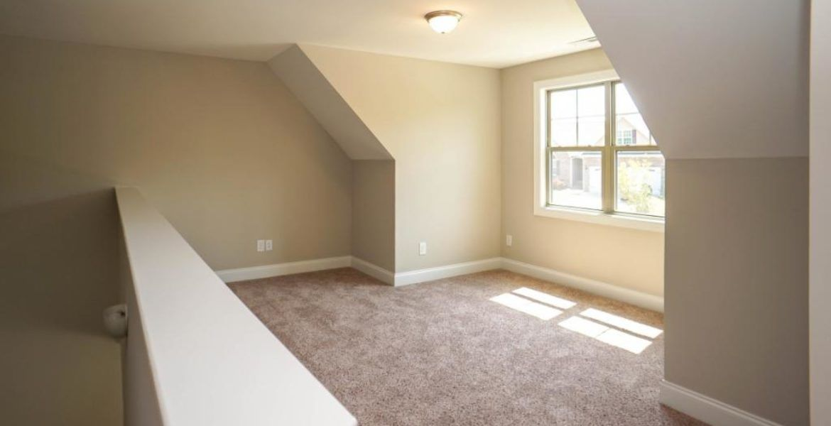 What Would You Do With This Extra Space The Natural Light Is