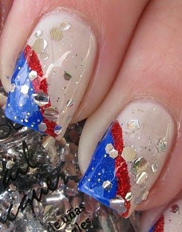 We love this glitter top coat on top of patriotic inspired nails via Pinterest/DaniellePistono