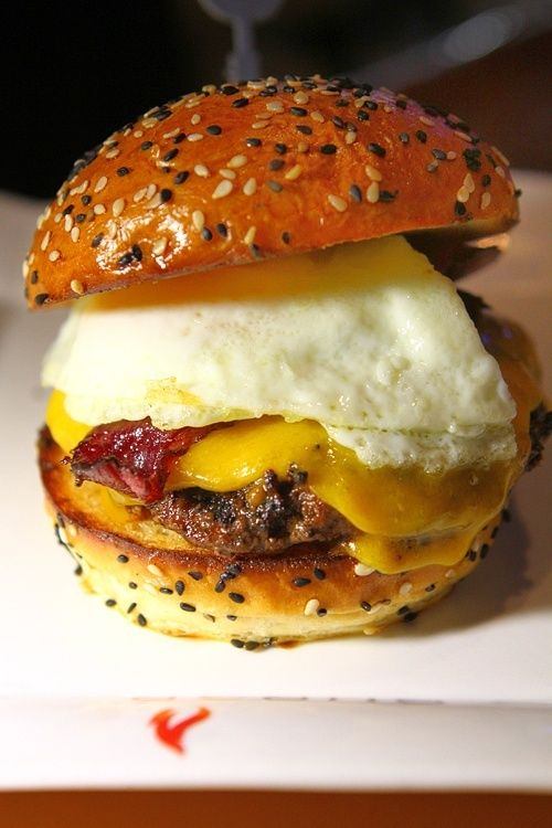 Farm Burger The Farm Burger boasts a patty made of a blend of three meats: chuck (50%), short rib (25%) and brisket (25%). The Farm Burger is topped with ...
