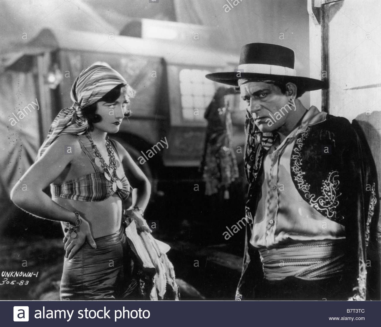 Joan Crawford with Nick De Ruiz & Lon Chaney, THE UNKNOWN (Tod Browning, 1927) - Pesquisa Google