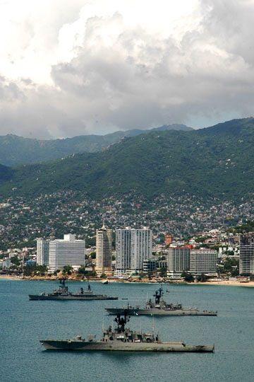 Buques de la Armada de México en la Bahía de Acapulco  e935927dfa0