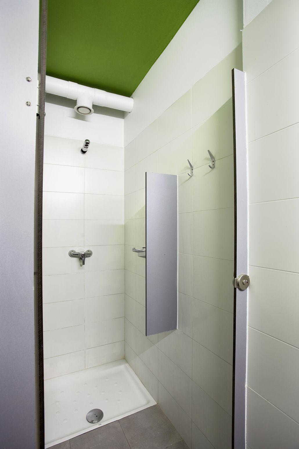 sant jordi hostel alberg barcelona – showers   hostels  pinterest . sant jordi hostel alberg barcelona – showers