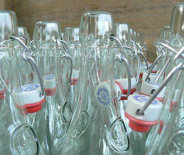 la bouteille de limonade en verre lorina est particuli rement connue pour son bouchon. Black Bedroom Furniture Sets. Home Design Ideas