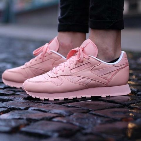 new style af033 e613c reebok classic leather pink