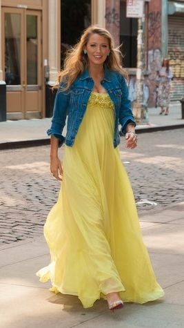 Blake Lively steps out in a bright yellow dress that's giving us serious Beyoncé 'Lemonade' vibes!