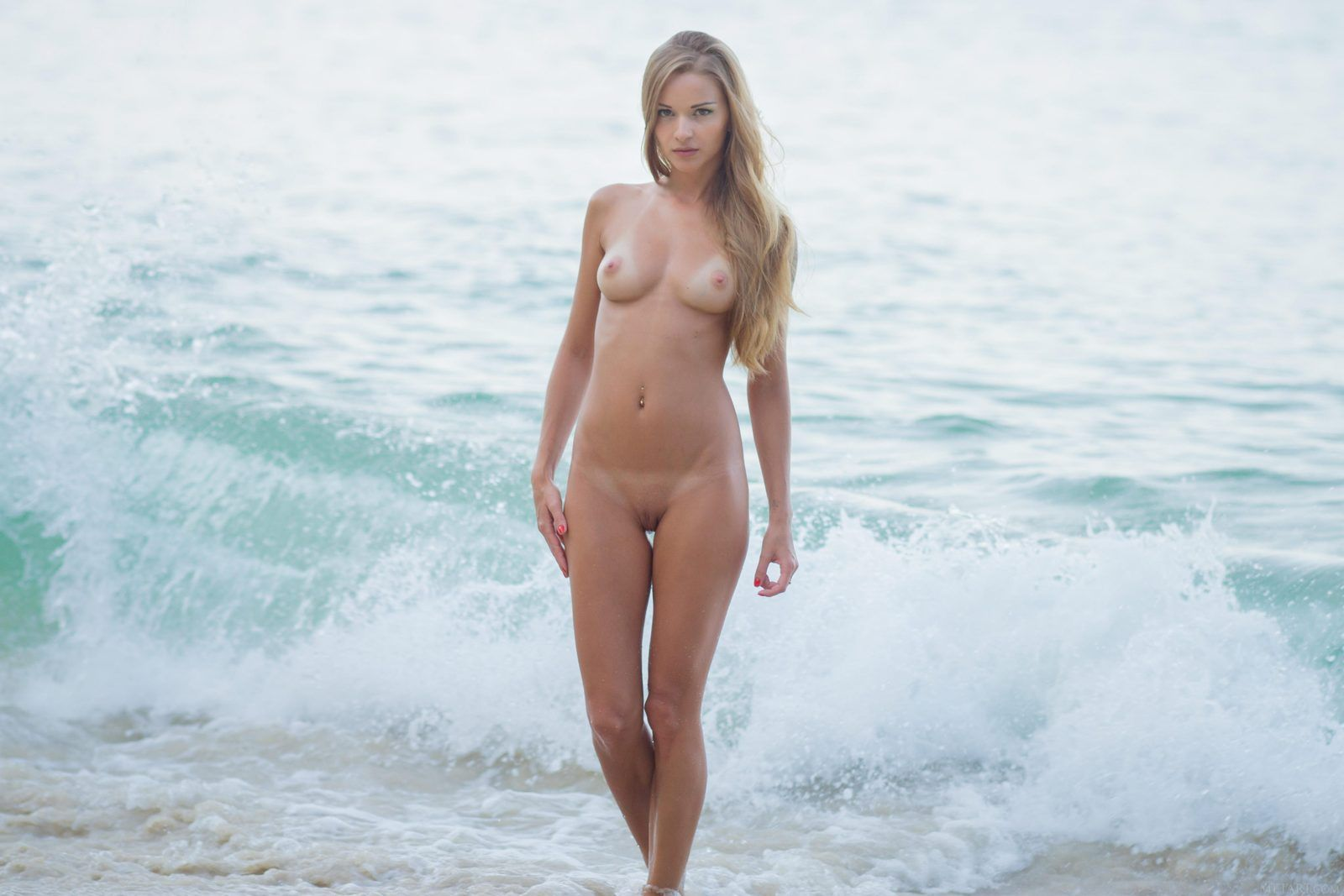 Pin On Ladies On The Beach-4724