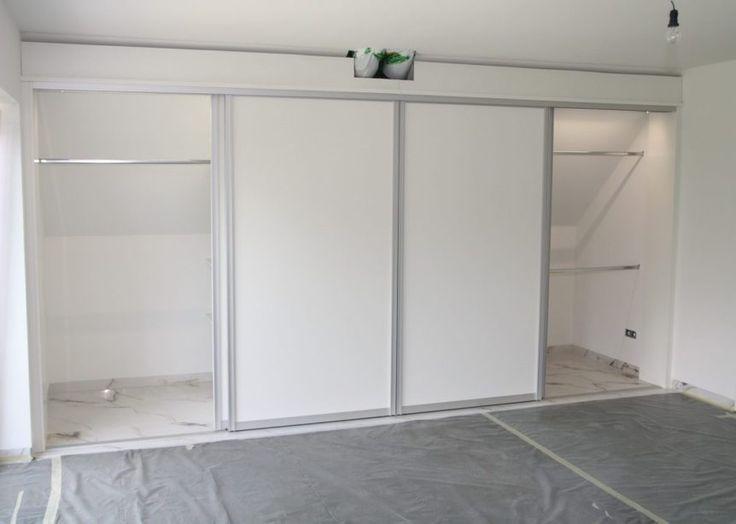 Ein altes Haus und mit Zimmertüren in Massivholz – Rahmenbauweise, weiss lackiert. Ein Schlafzimmer mit steiler Dachschräge. Und dafür einen begehbaren Schrank zu planen, der sich einfügt und auch ein neues Wohngefühl vermittelt,war die Aufgabe für mich. Mit diesem begehbaren Kleiderschrank ist die Aufgabe ideal ... Weiterlesen - Pinol #whitebathroompaint