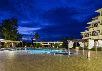 Descubre noches de ensueño en nuestra zona de piscina de Golf #Badajoz.