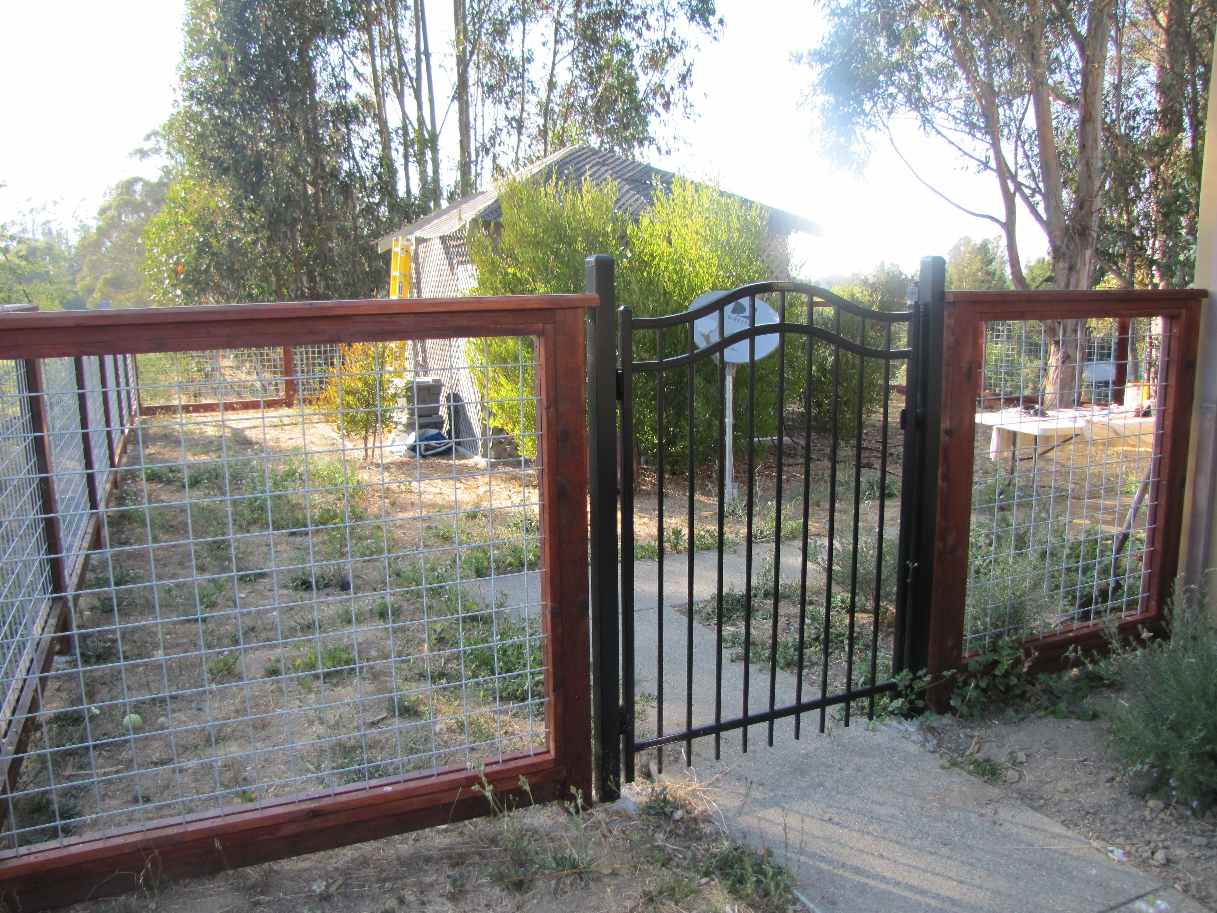 Welded Wire Fence Front Yard - WIRE Center •