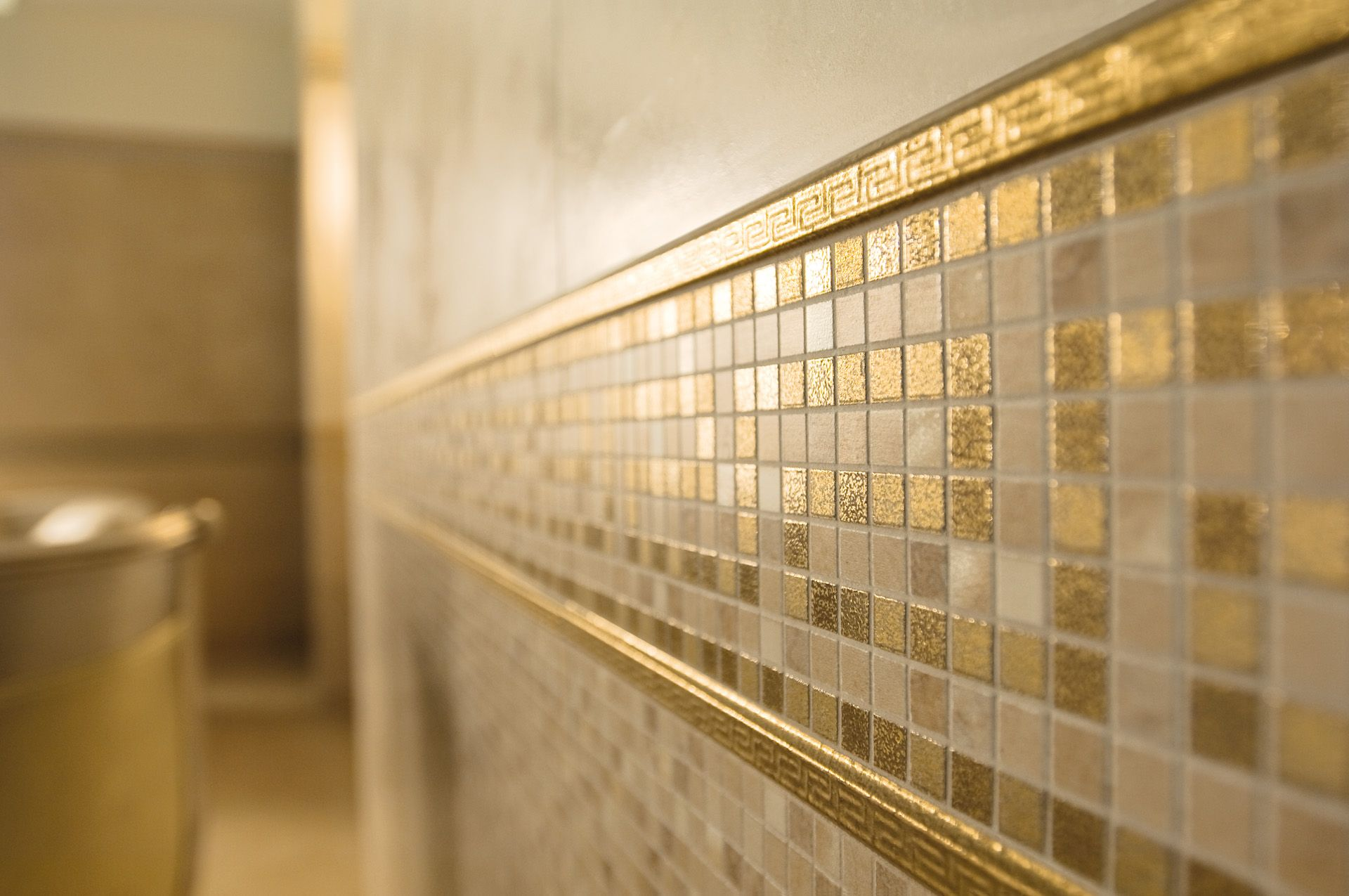Or Gold Carrelage Vanitas19 Versace Carrelage Carrelage Antiderapant Salle De Bain Contemporaine