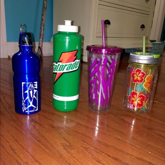 Cute Drink Cups and Lids Great for going to the gym or just everyday uses! Can be purchased separately. Salt Life Blue container has screw on lid. Other