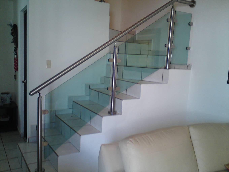 Barnada escalera vidrio buscar con google living for Pasamanos de escaleras interiores