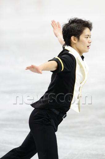 Takahiko Kozuka (JPN), DECEMBER 21, 2013 - Figure Skating : Takahito Kozuka of Japan performs in the Men's Short Program during the Japan Figure Skating Championships 2013 at Saitama Super Arena, Saitama, Japan. (Photo by AFLO) (341×512)