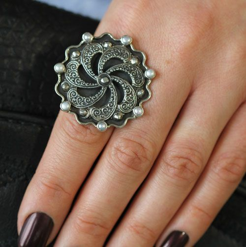 mars valentine elegant black swirl statement ring - Mars And Valentine