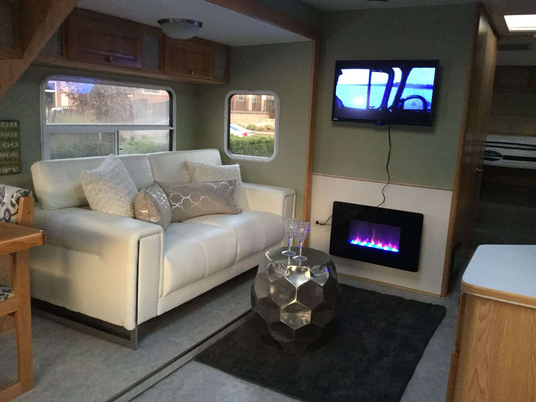 Remodelled 1999 5th Wheel In A Modern Design Camping