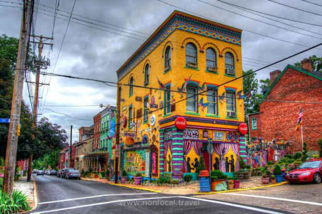 Randyland, Pittsburgh https://www.nonlocal.travel/en/listings/117802-randyland-pittsburgh