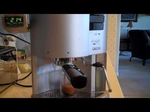 Learn how to brew espresso at home, whether you use an automatic or a manual espresso maker. Tips and tricks on brewing the perfect espresso shot at home. #espressoathome Learn how to brew espresso at home, whether you use an automatic or a manual espresso maker. Tips and tricks on brewing the perfect espresso shot at home. #espressoathome