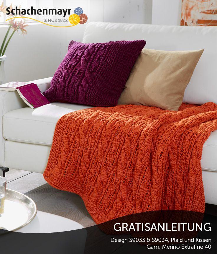 Machen Sie es sich zuhause auf dem Sofa mit Kissen und passender ...