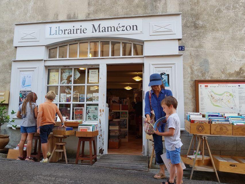Aude Pres De Carcassonne Decouvrez Ce Village Aux 16 Librairies Librairies Village Aude