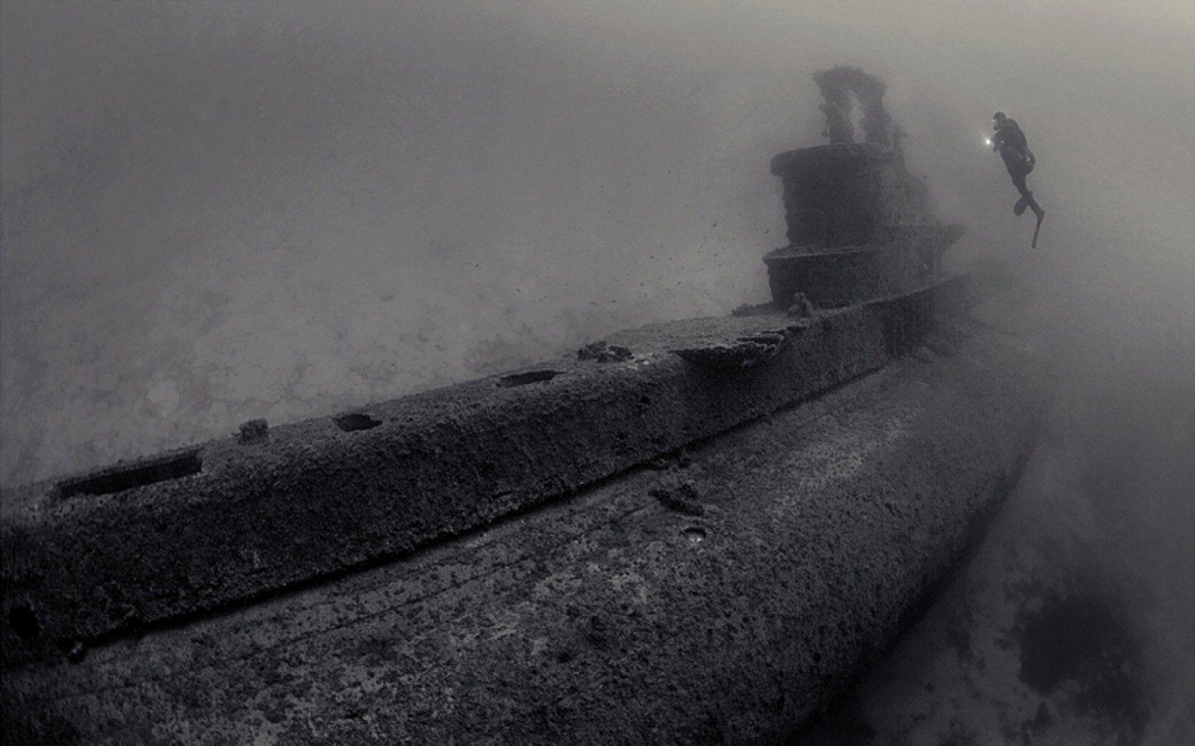 submarine shipwrecks underwater wallpaper | 1680x1050