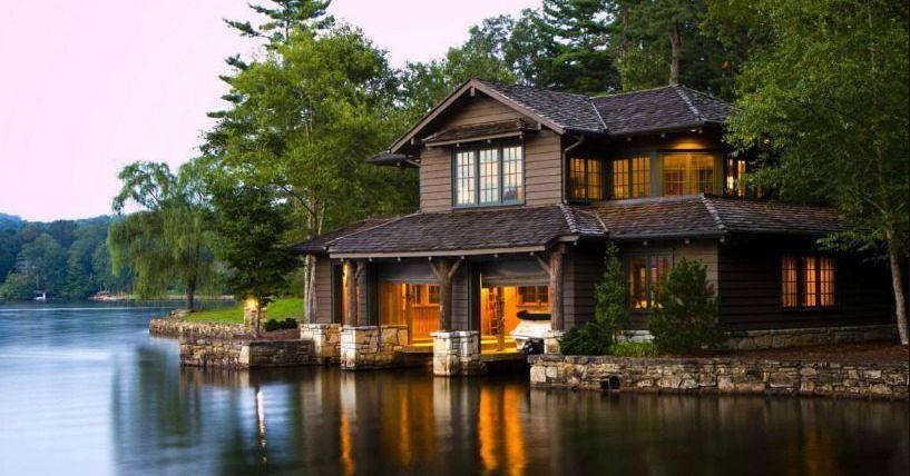 N C Lake House Combines Southern Charm Adirondack Style Modern Lake House Beach House Decor Lake House