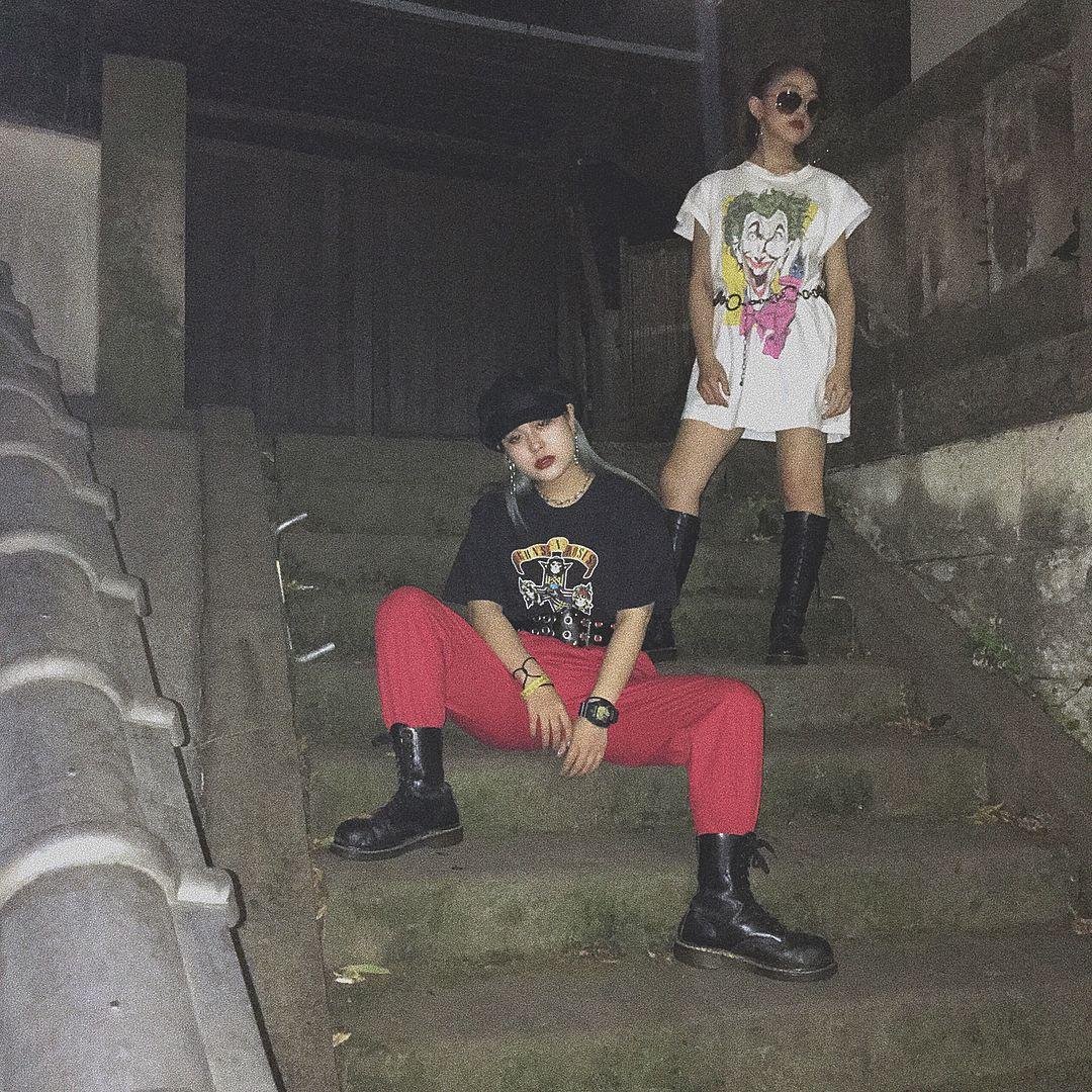 "89 Likes, 3 Comments - SASAKIRIU (@rich_523) on Instagram: ""私とagoのオンオフ写真(2枚目のアイリ輩感強い)  #mabataki #girlsrock #fashion #gunsnroses #joker #drmartens #offshot #卍…"""