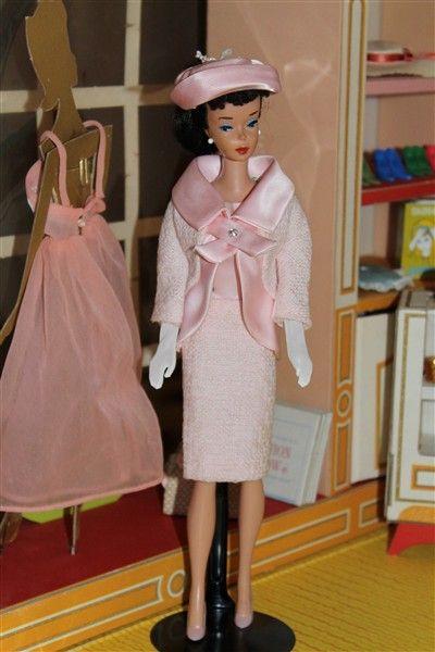 VINTAGE BARBIE FASHION HATS PINK /& GOLD MATCHES MANY VINTAGE BARBIE CLOTHES