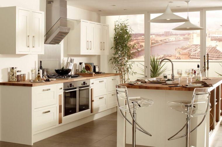 muebles de cocina blancos con encimeras de madera