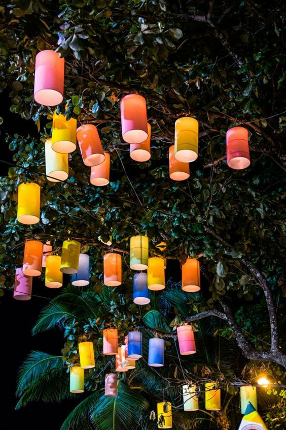 Bunte Lichterkette Papier Gartengestaltung Dekoidee Gartenparty Deko Ideen Party Party Garten