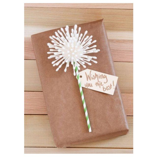 Emballage cadeau original arborant une fleur porte bonheur