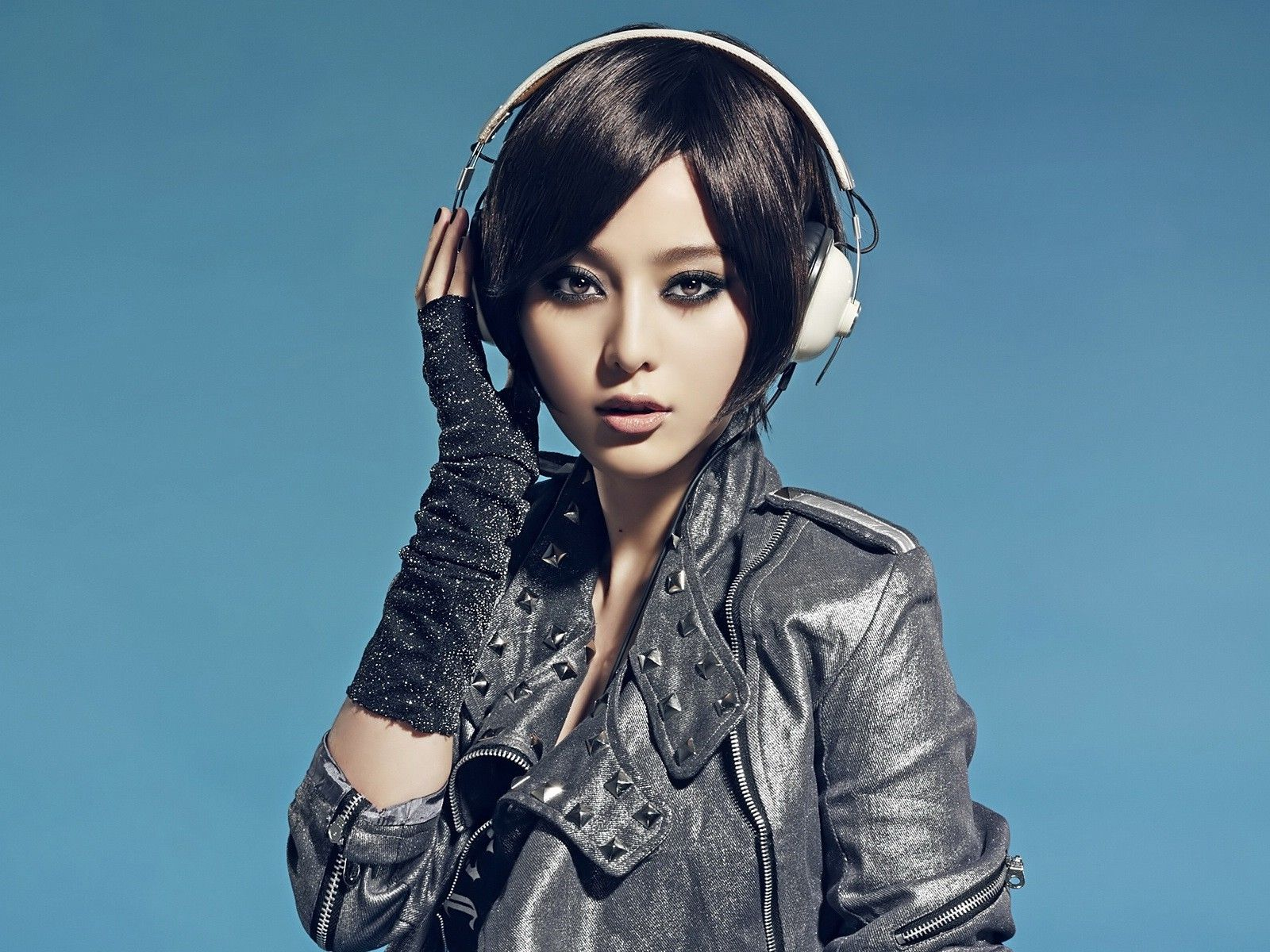 Wallpaper Women Model Long Hair Asian Singer Blue: Women Headphones Girl Asians Leather Jacket Black Hair