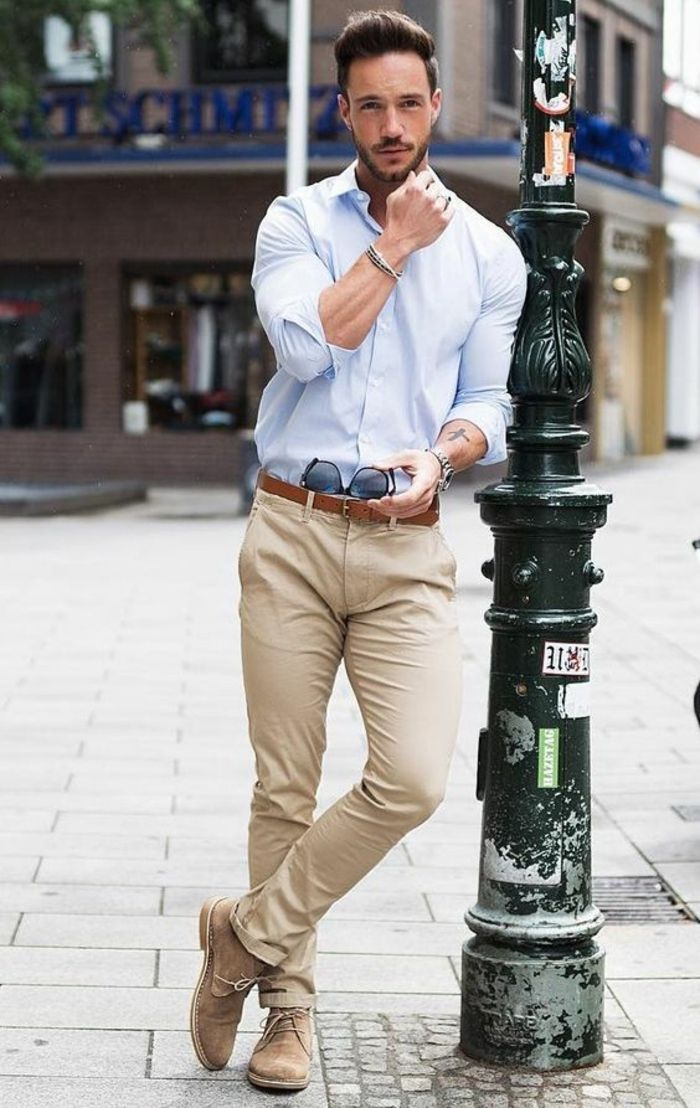 tenue classe homme, vetement homme tendance, pantalon beige, chemise bleu  pastel, ceinture marron, chaussures beiges, lunettes de soleil aux verres  bleus 9266509330d